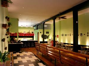 greenburgers-interior.jpg