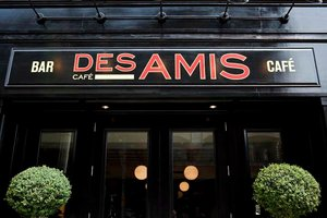 cafedesamis-exterior.jpg