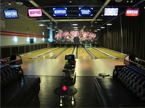 1-missionbowlingclub-lanes.jpg