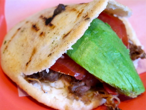 3-arepa-pernil.JPG